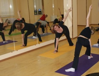 зеркала в зале для йоги