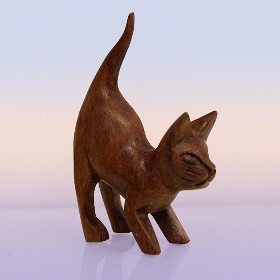Фигурка котенок из индонезийского дерева ручная работа 14см