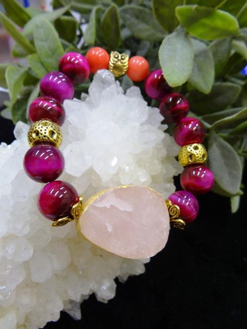 Браслет Сокровища Раджей (кварц розовый необработанный, кошачий глаз розовый, коралл)