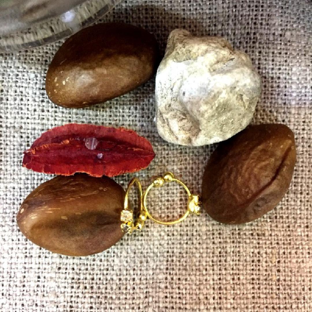 Клипса в нос круглая с шариками и камнями под золото (2 камня)