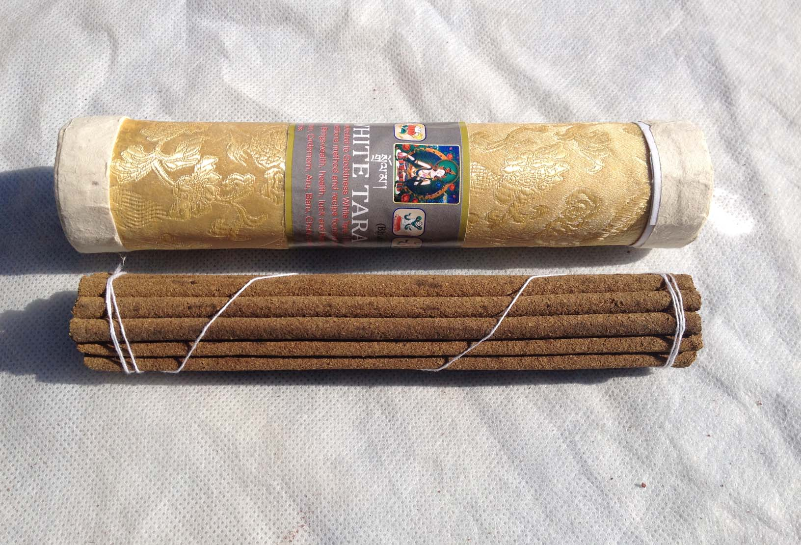 Благовония бутанские белая тара white tara в тубусе 21шт (20 см, зеленый) благовония бутанские дзамбала zambala в тубусе 21шт