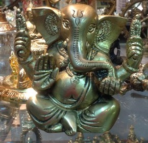 Статуэтка Ганеша четырехрукий сидит в позе лотоса бронза 7,5см статуэтки pavone статуэтка дама в вечернем платье