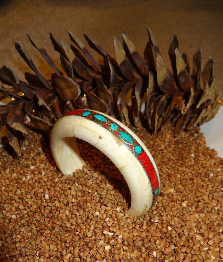 Браслет из кости яка с каменной крошкой картина деревянная с каменной крошкой осень кд 212