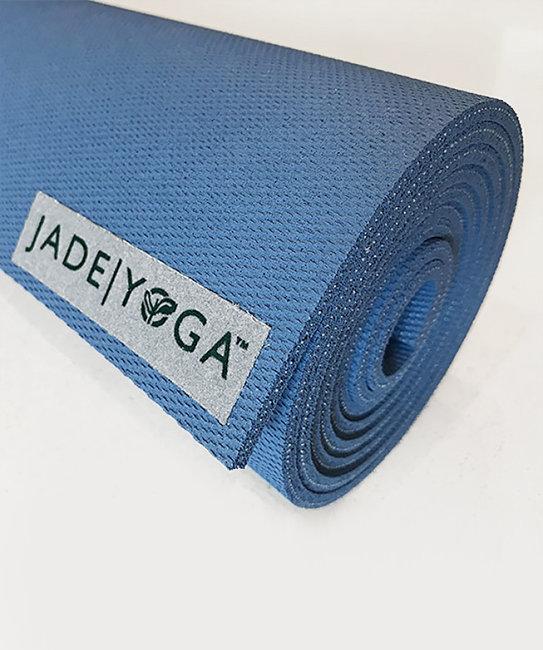 Фото - Коврик для йоги Jade Harmony 5 мм из каучука (2,3 кг, 173 см, 5 мм, голубой / slate blue, 60см) коврик тренировочный reebok yoga mat crosses hi цвет черный толщина 4 мм длина 173 см