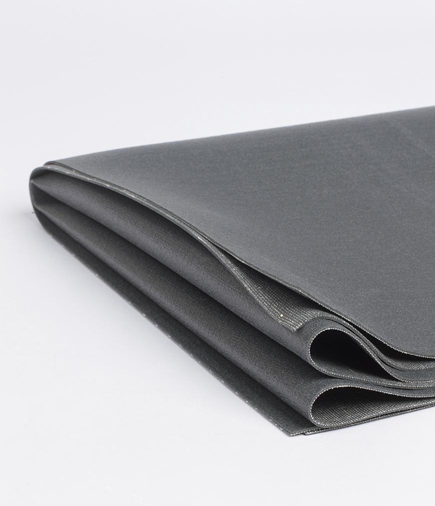 Коврик для йоги Manduka EKO SuperLite Travel Mat 1.5мм из каучука (0.9 кг, 180 см, 1.5 мм, серый, 61см (Thunder))