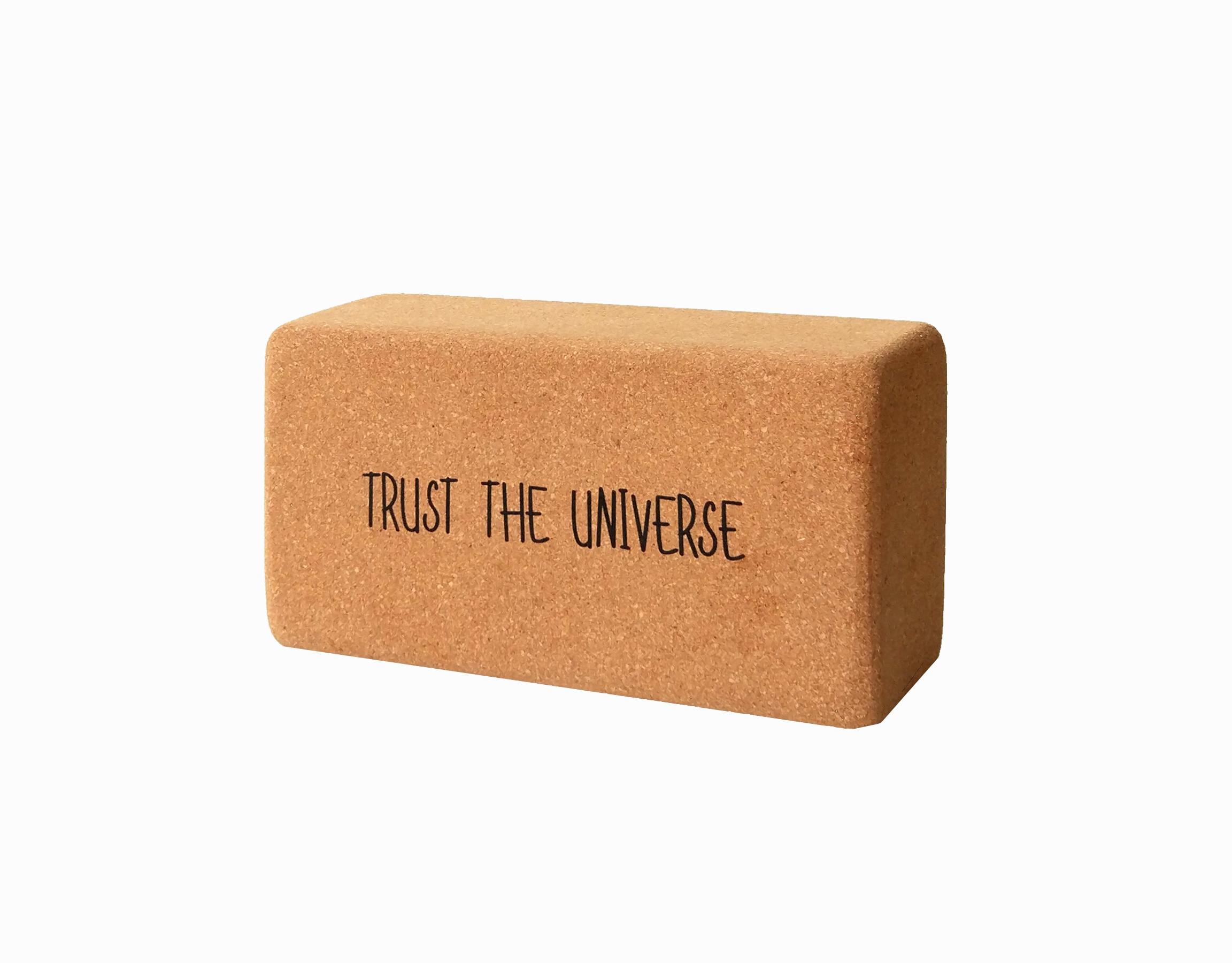 Кирпич для йоги из пробки с принтом Trust the Universe YC ( Yoga Club коричневый 0.9 кг 7 см 22,5 см 11 см )