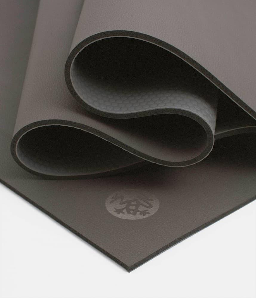 Коврик для йоги Manduka GRP Mat 6мм из каучука (1.8 кг, 180 см, 6 мм, серый, 66см) коврик для йоги manduka the pro mat 6мм 3 6 кг 180 см 6 мм бирюзовый 66см harbour