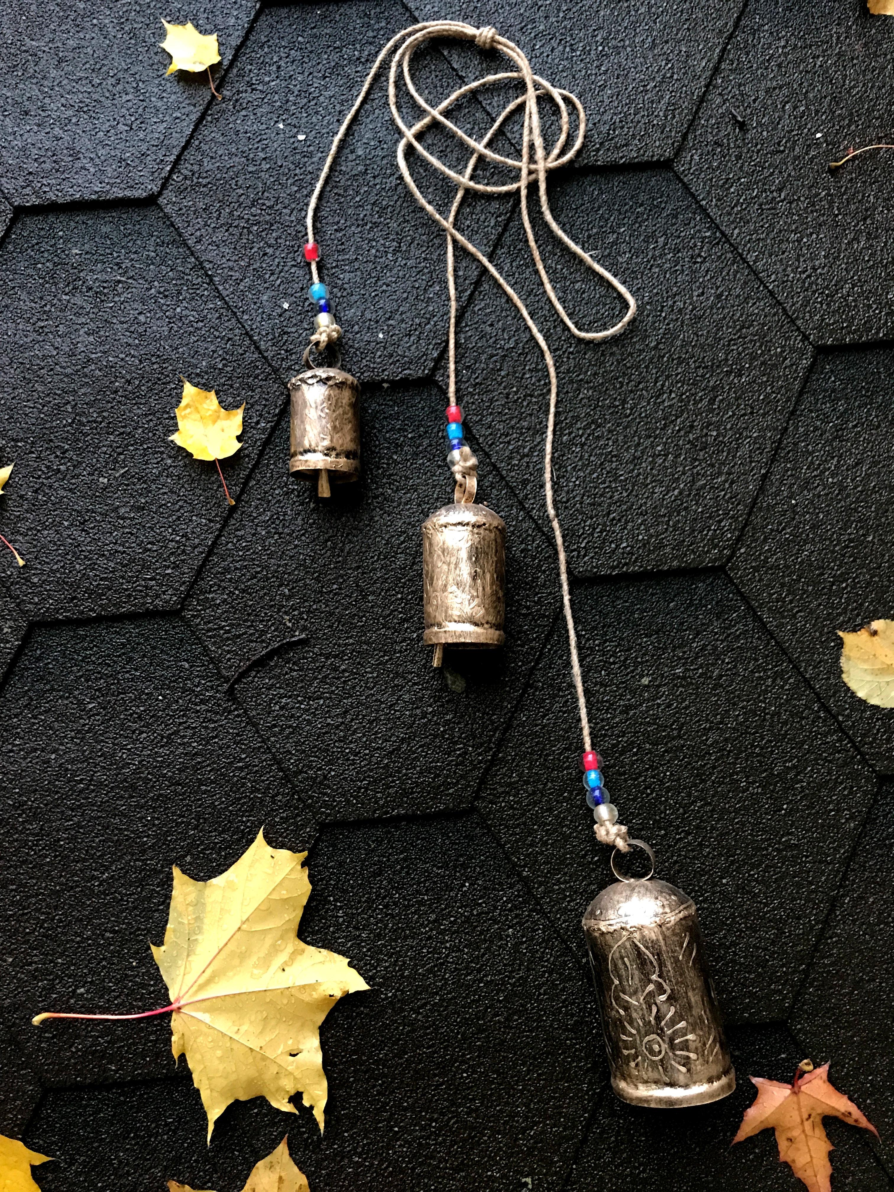 Подвеска коровьи колокольчики cow bells из латуни с 3 колоколами 126см (0.9 кг) подвеска коровьи колокольчики cow bells из латуни с 3 колоколами 126см 0 9 кг
