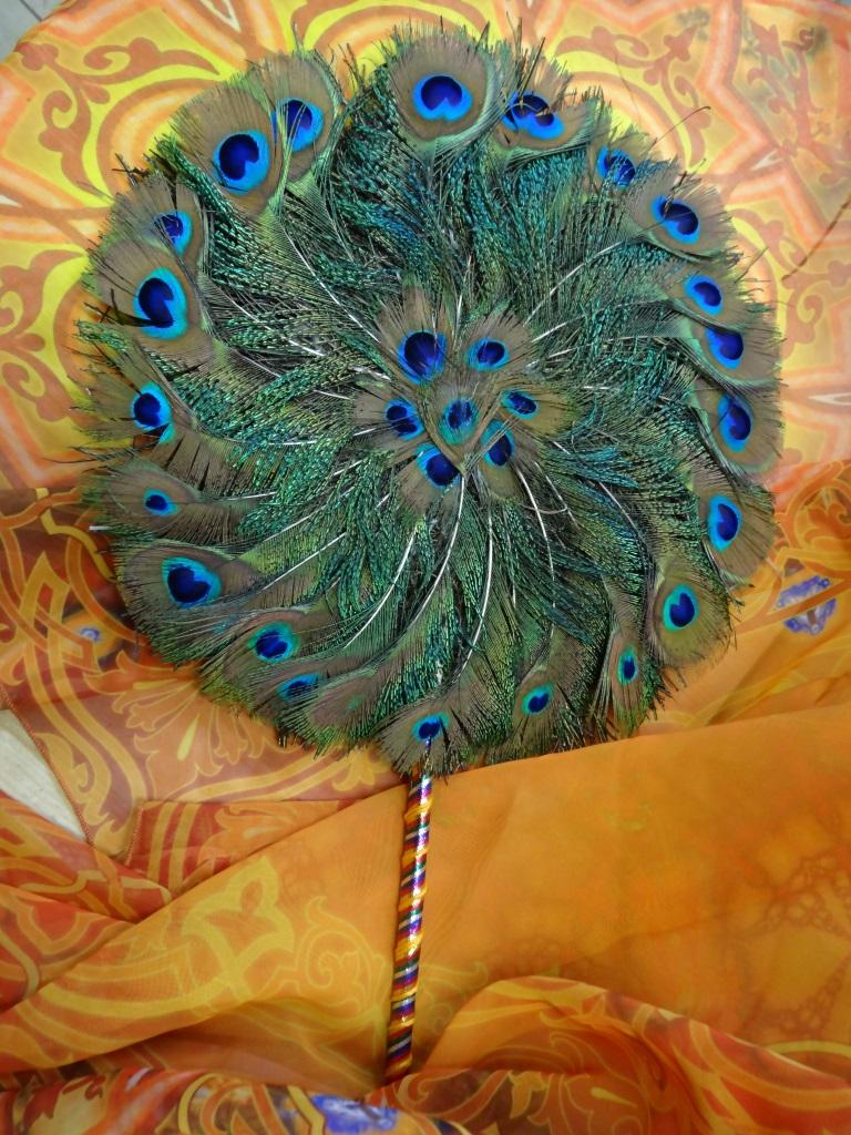 Веер из перьев павлина 28см (зеленый)