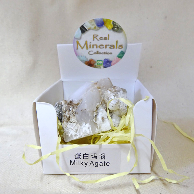 Агат молочный минерал/камень в коробочке Real Minerals Collection