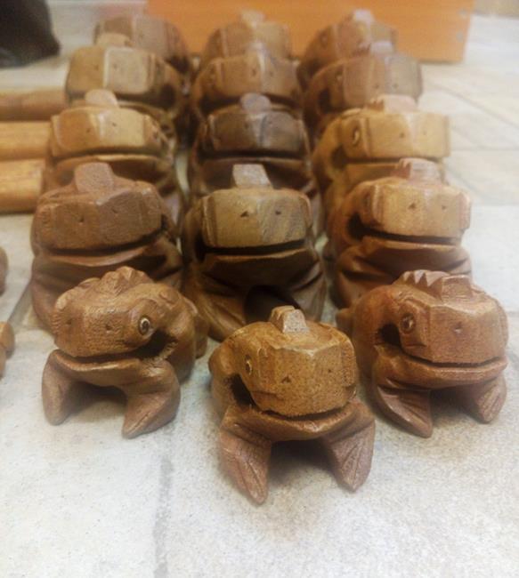Жаба квакающая из дерева сувенир (G202-3 0,1 кг, 6 см, 10 см, миди)