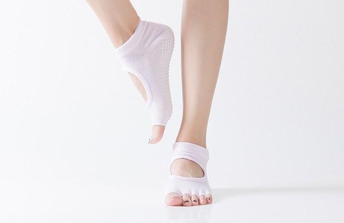 Носочки с вырезом и открытыми пальчиками для йоги Yoga Club (0,05 кг, розовый) носочки с вырезом и открытыми пальчиками для йоги рамайога 0 1 кг розовый