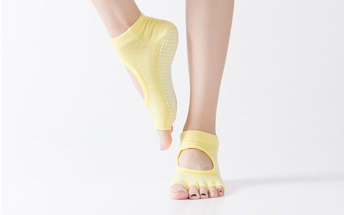 Носочки с вырезом и открытыми пальчиками для йоги Yoga Club (0,05 кг, желтый) носочки с вырезом и открытыми пальчиками для йоги рамайога 0 1 кг розовый